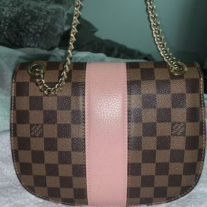 Louis Vuitton Bags - Louis Vuitton authentic cross body bag